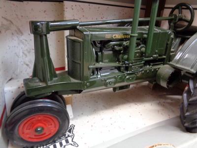 Tracteur MASSEY HARRIS CHALLENGER 1/16