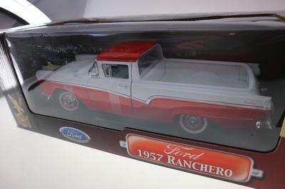 1957 FORD RANCHERO rouge et blanc   1139