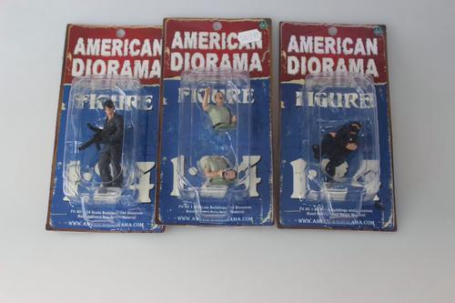 Lot (3) figurine 1/24 *endommagés*