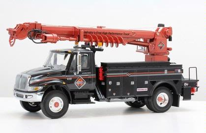 International IH 4400 Digger Derrick Utility Truck