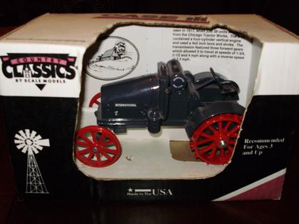 CASE IH 8-16 KEROSENE TRACTOR W/STEEL WHEELS - MIB