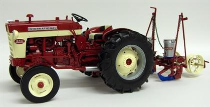 International 340 1958 Gas Utility Tractor avec IH Model 251 Planter