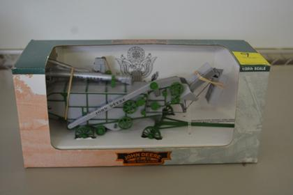 JOHN DEERE 28 X 46 1938 THRESHER SPECIAL EDITION NIB