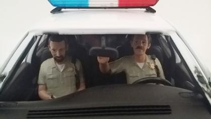 Seated Sheriff 1:24 (Set of 2 figures)