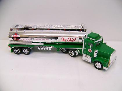 Bank Texaco Sky-Chief Tanker Truck with lights and sounds in plastic