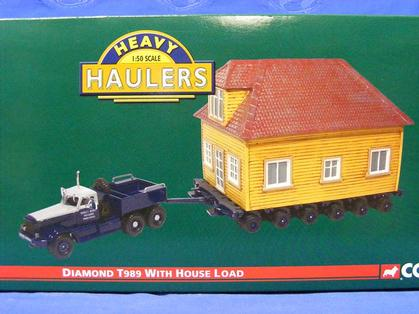 CORGI HEAVY HAULERS DIAMOND T989 WITH HOUSE LOAD
