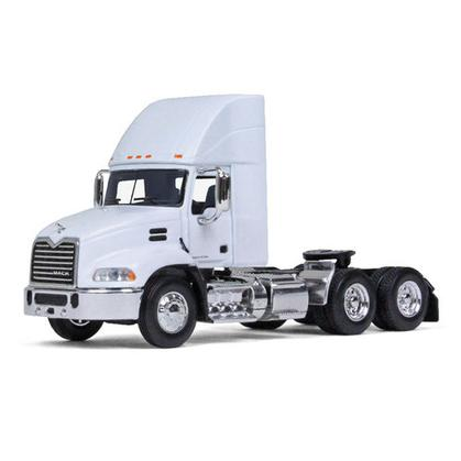 Mack Pinnacle Daycab Tractor