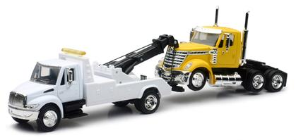 International 4200 Tow Truck with International Lonestar Cab