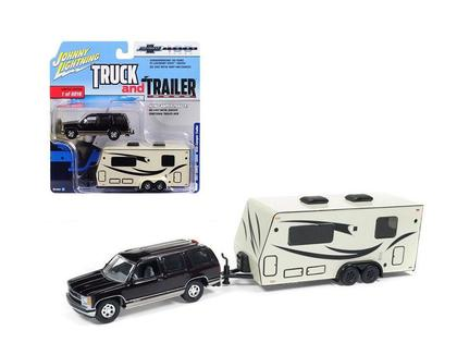 Johnny Lightning Truck & Trailer - CHEVROLET TAHOE & CAMPER