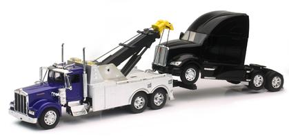 Kenworth Tow Truck Pulling A Kenworth T700 Cab