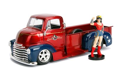 Chevrolet COE 1952 with Wonder Woman Figure DC Comics Bombshells