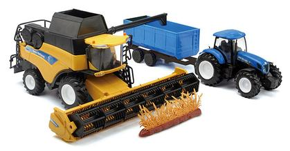 New Holland CR9090 Combine with T700 Tractor and Grain Wagon