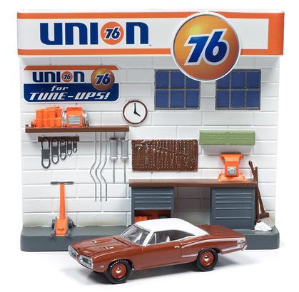 Dodge Super Bee 1970 with Union 76 Diorama