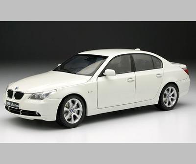BMW 545i Sedan *Areas with paint rash*