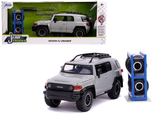 TOYOTA FJ CRUISER WITH EXTRA WHEELS
