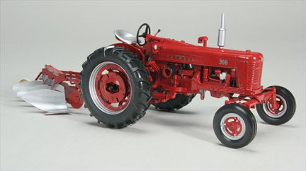 International harvester 300 Gas Tractor Avec 311 Moldboard Plow