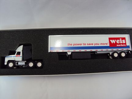 Mack Truck - Wais Markets Transporter (Metal) Limited